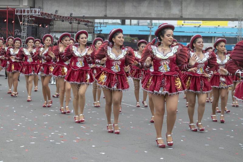 Feste nazionali folcloriche del peruviano di parata di balli immagini stock libere da diritti