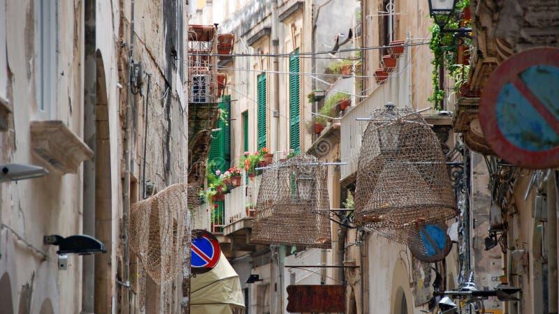 Feste Straße an der alten Stadt von Syrakus lizenzfreie stockbilder