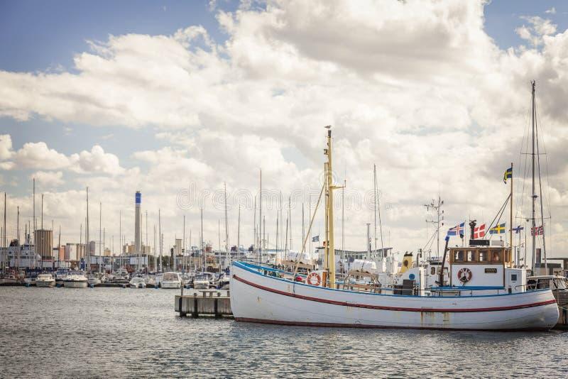 Festgemachtes Fischerboot stockfoto