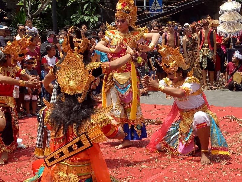 Festival baciante priore di ballo di Bali immagini stock