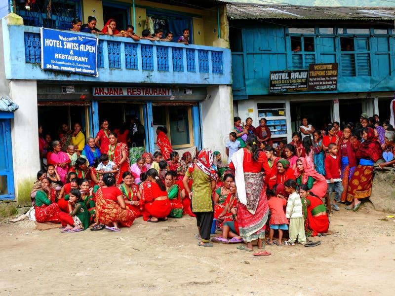 Festival in Bahundanda - circuito di Annapurna - il Nepal immagine stock