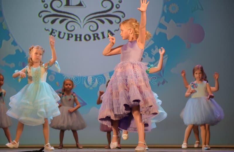 Festival caritativo XVII de Rusia, St Petersburg 01,06,2019 de la creatividad de los niños fotografía de archivo