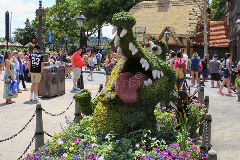 Festival da flor da mola de Orlando Florida Epcot do mundo de Disney a vasilha de barro do tock do ltick de Peter Pan fotos de stock royalty free