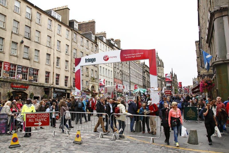 Festival da franja, anualmente em agosto em Edimburgo, em pantomima, em teatro, em arte da rua e em muito turista fotos de stock