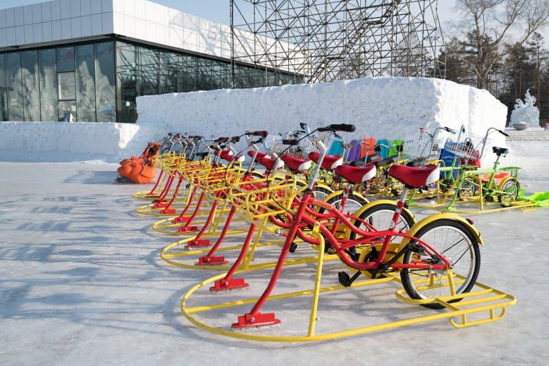 Festival da neve da American National Standard do gelo de Harbbin - o gelo bikes pronto alinhado para ir imagem de stock