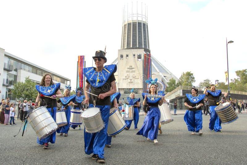 Festival de Brazilica - samba dans la ville Liverpool - le d?placement Keep photographie stock libre de droits