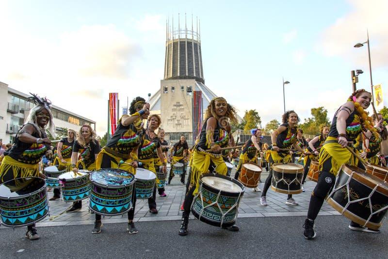 Festival de Brazilica - samba dans la ville Liverpool - le d?placement Keep image stock
