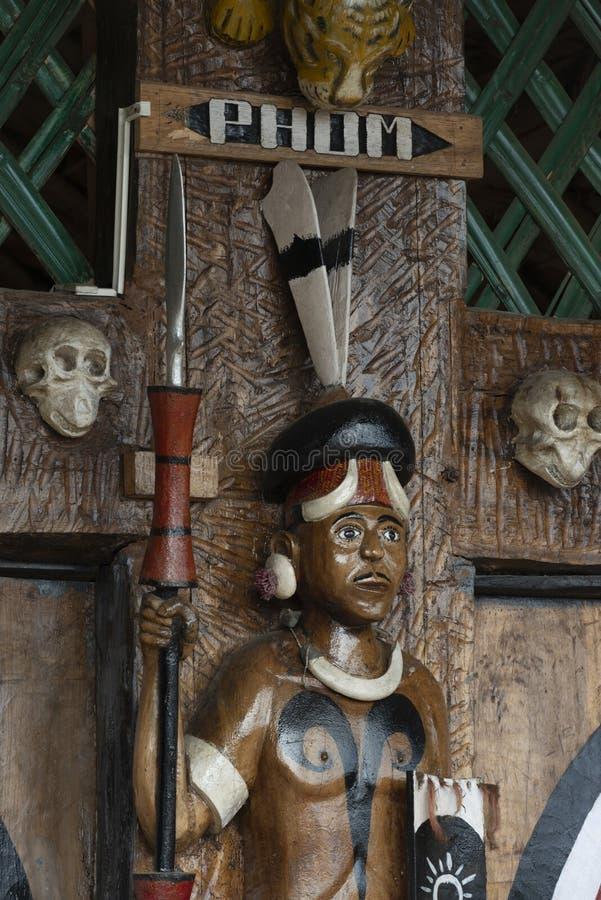Festival de calao Nagaland, Inde : Le 1er décembre 2013 : Illustration en bois dans Phoma Tibal Morung au festival de calao image libre de droits