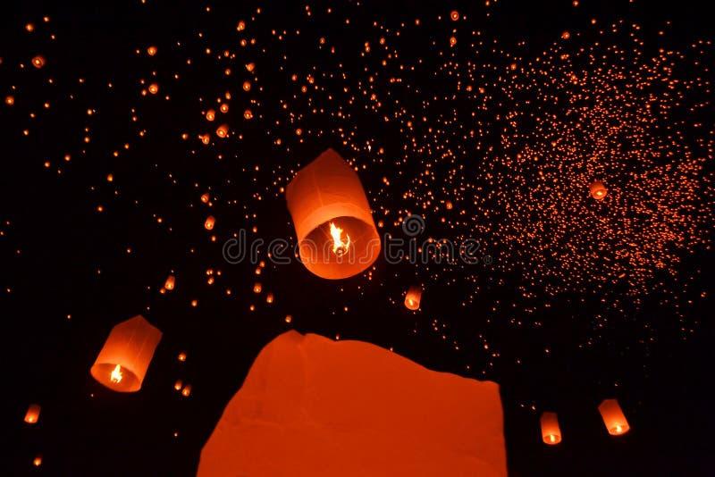 Festival de feu d'artifice de lanternes de ciel des lumières bouddhiste image libre de droits