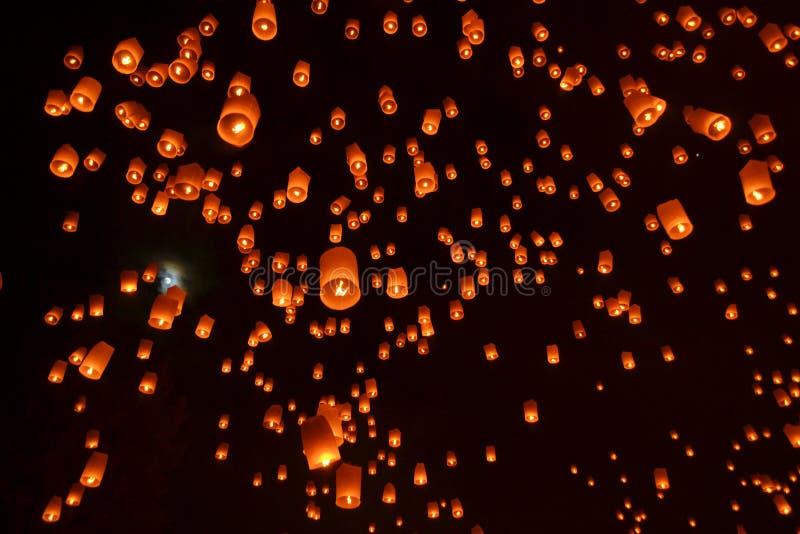 Festival de feu d'artifice de lanternes de ciel des lumières bouddhiste photo libre de droits
