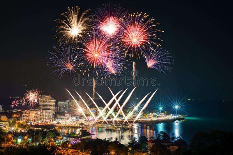 Festival de feux d'artifice de compte à rebours de plage de Bangsan images libres de droits