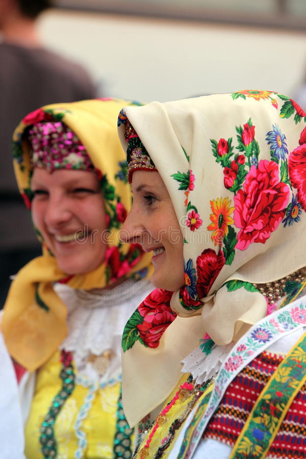 FESTIVAL DE GENS DE L'EUROPE SLOVAQUIE CERVENY KLASTOR photos stock