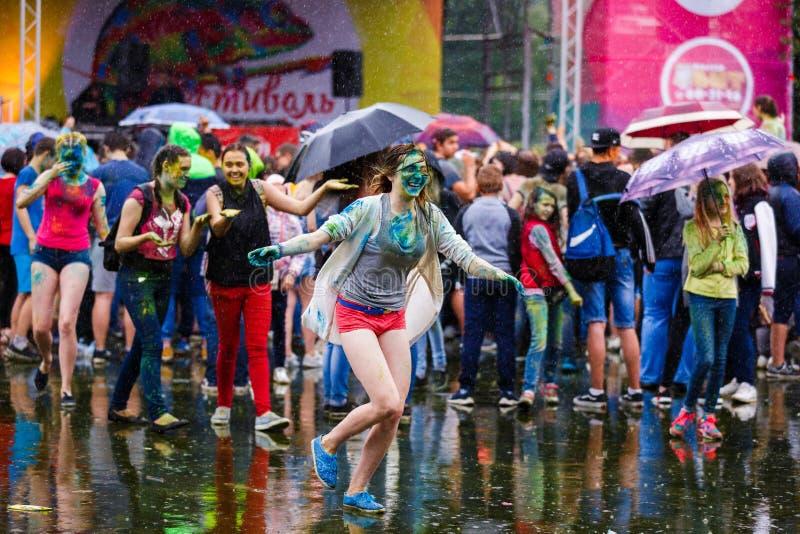 Festival de Holi em Kaliningrad fotos de stock royalty free