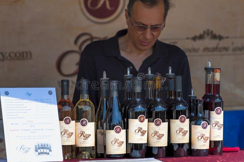 Festival de la cosecha del agolpamiento del vino en Carlton Oregon imagenes de archivo