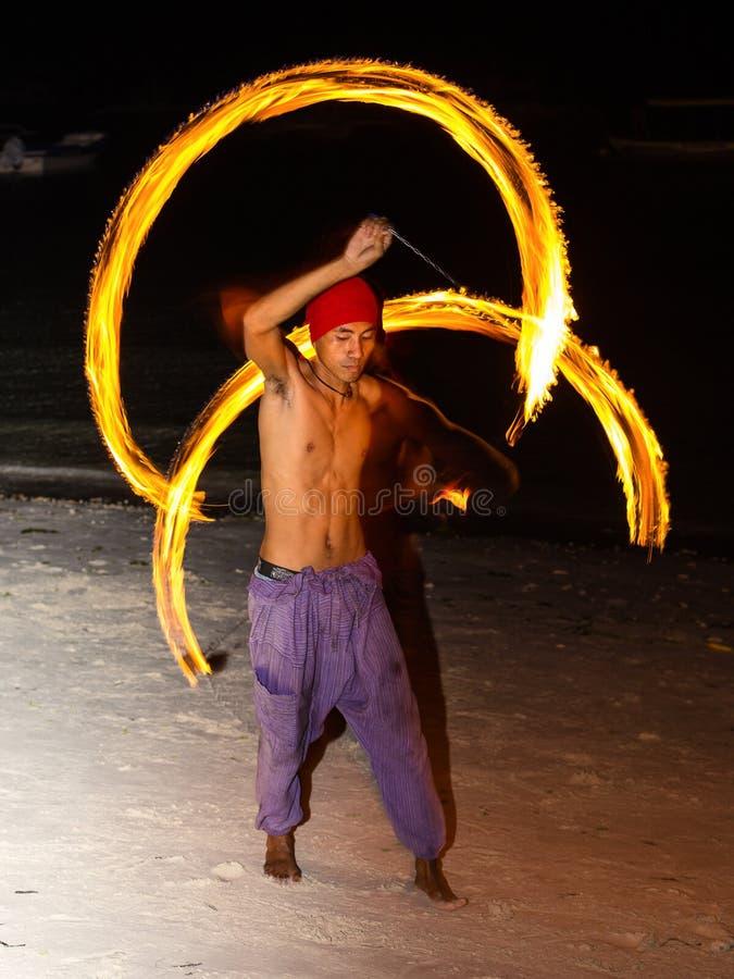 Festival de la demostración del fuego en la playa fotos de archivo libres de regalías