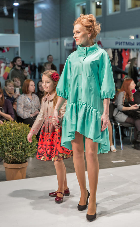 Festival 2016 de la moda de Kyiv de la voga en Kiev, Ucrania fotos de archivo