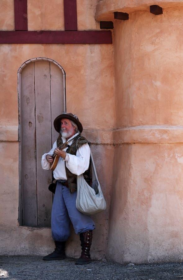 Festival de la Renaissance du Colorado Un acteur posant dans le costume du barde médiéval photo stock