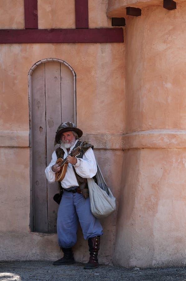 Festival de la Renaissance du Colorado Un acteur posant dans le costume du barde médiéval image libre de droits