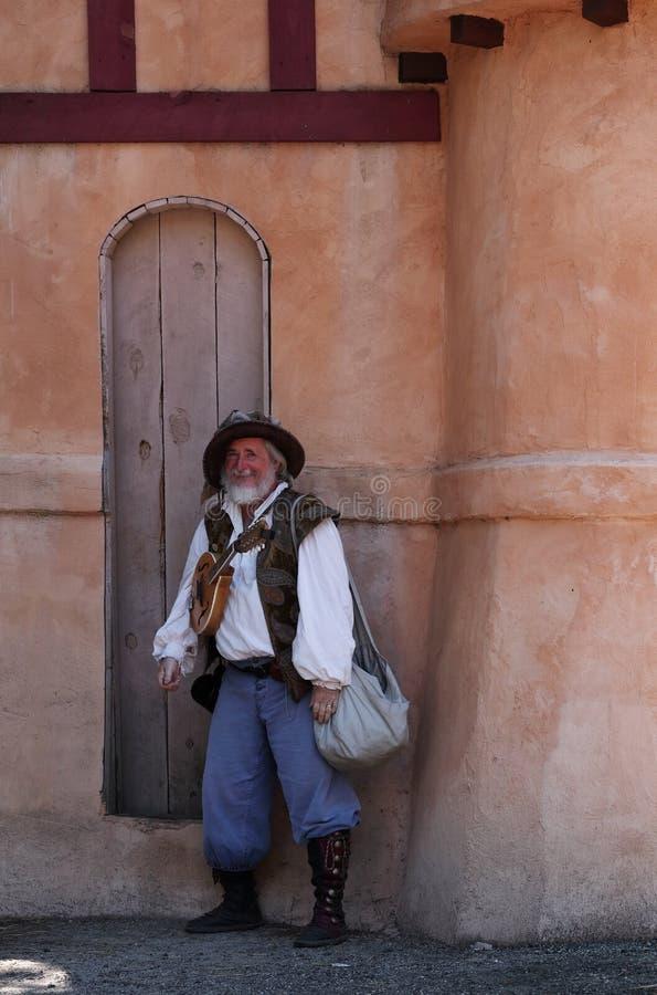 Festival de la Renaissance du Colorado Un acteur posant dans le costume du barde médiéval image stock