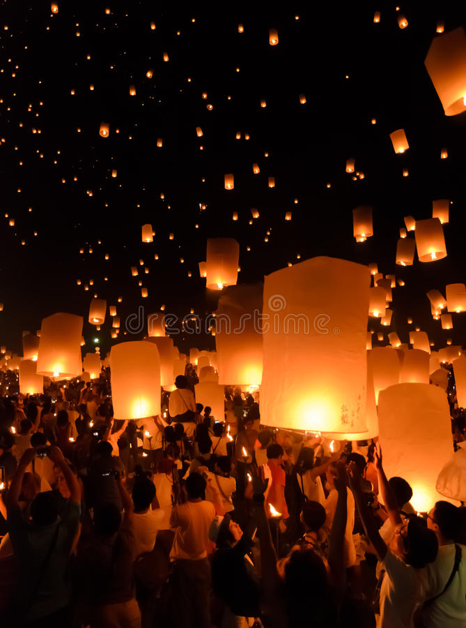 Festival de linternas del cielo o festival de Yi Peng en Chiang Mai, Tailandia fotografía de archivo libre de regalías