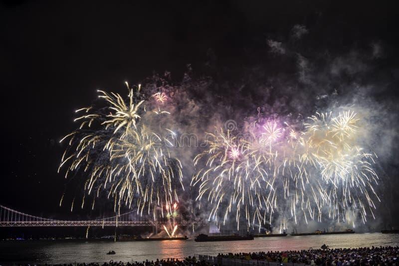 Festival 2016 de los fuegos artificiales de Busán - pirotecnia de la noche foto de archivo libre de regalías