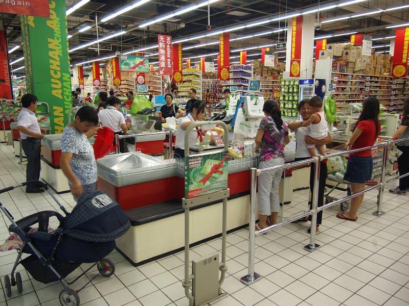 Festival de Mi-Automne, propriétaires dans le supermarché photo stock