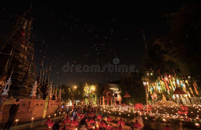 Festival de nouvelle année, bougies du feu de moine bouddhiste images libres de droits
