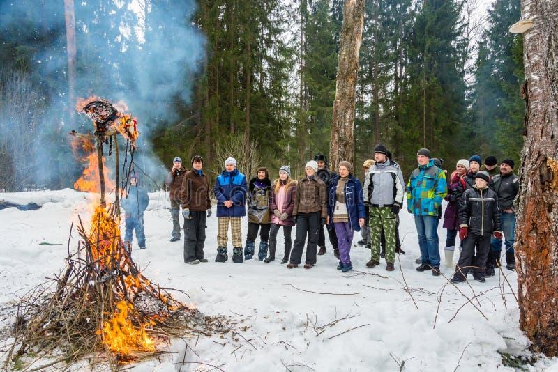 Festival de printemps Maslenitsa - voir outre de l'hiver russe, image libre de droits