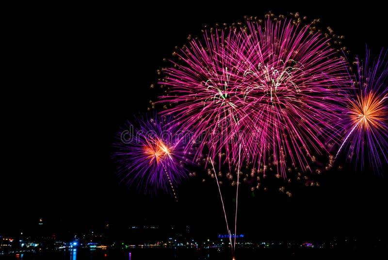 Festival dei fuochi d'artificio a Pattaya fotografia stock libera da diritti