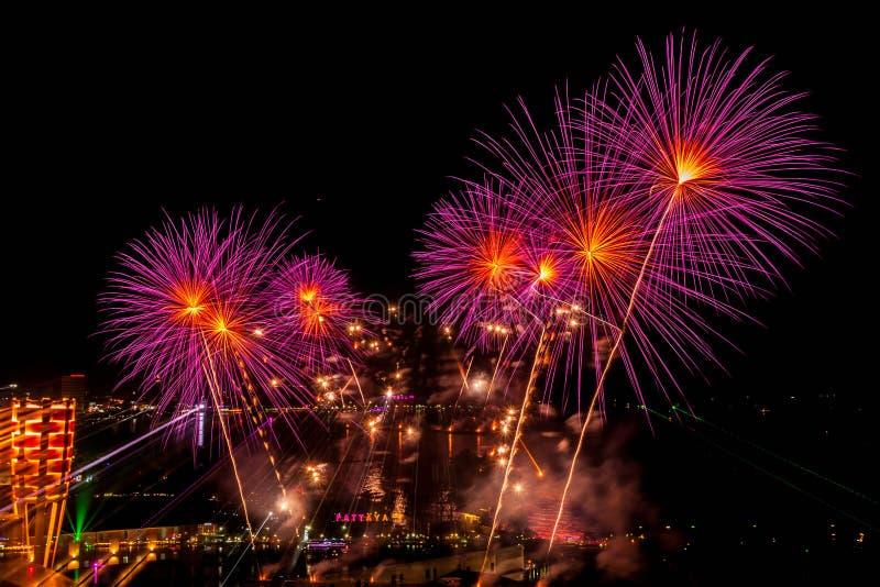 Festival dei fuochi d'artificio a Pattaya immagini stock libere da diritti