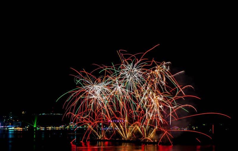 Festival dei fuochi d'artificio a Pattaya immagini stock