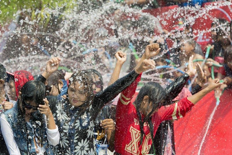 FESTIVAL DEL AGUA DE ASIA MYANMAR MANDALAY THINGYAN foto de archivo libre de regalías