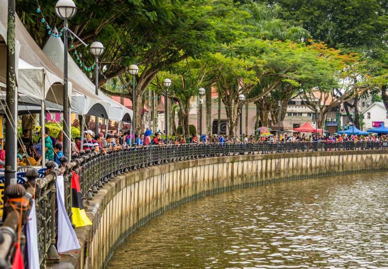 Festival del agua de Sarawak Kuching, una regata con las lanchas imagen de archivo libre de regalías