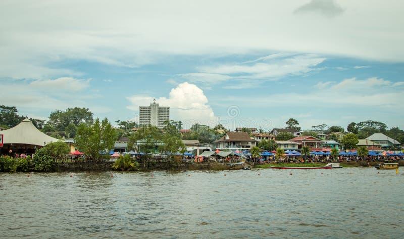 Festival del agua de Sarawak Kuching, una regata con las lanchas imagenes de archivo