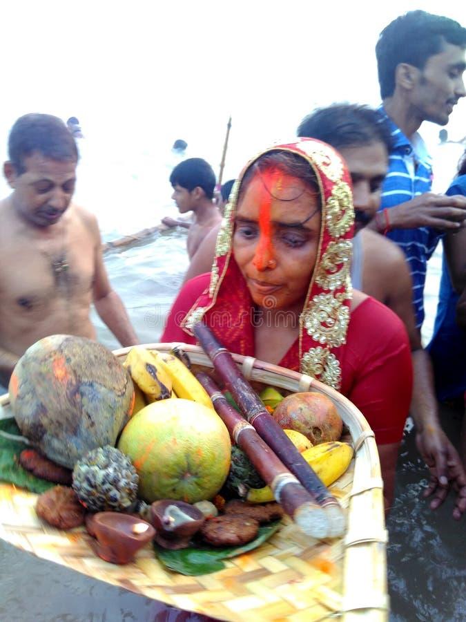 Festival del chhat del Bihar sul fiume di ganga fotografie stock