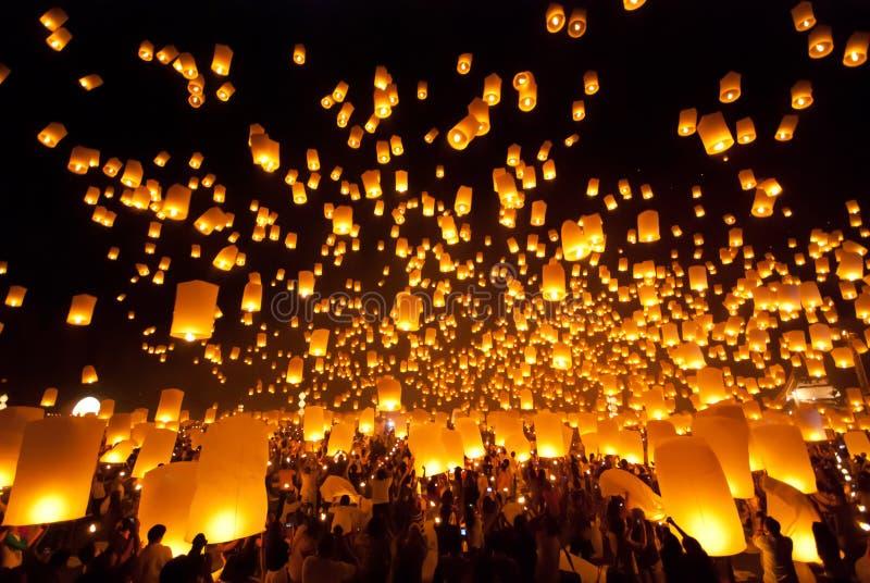 Festival del fuego artificial del globo en Chiangmai Tailandia imágenes de archivo libres de regalías