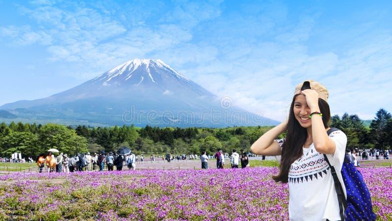 Festival del Giappone Shibazakura con il campo di muschio rosa di Sakura fotografie stock libere da diritti