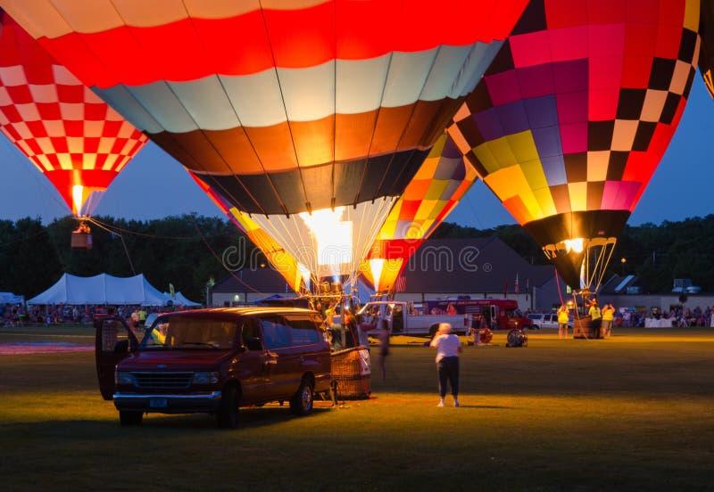 Festival del globo del aire caliente del resplandor de tarde imagenes de archivo