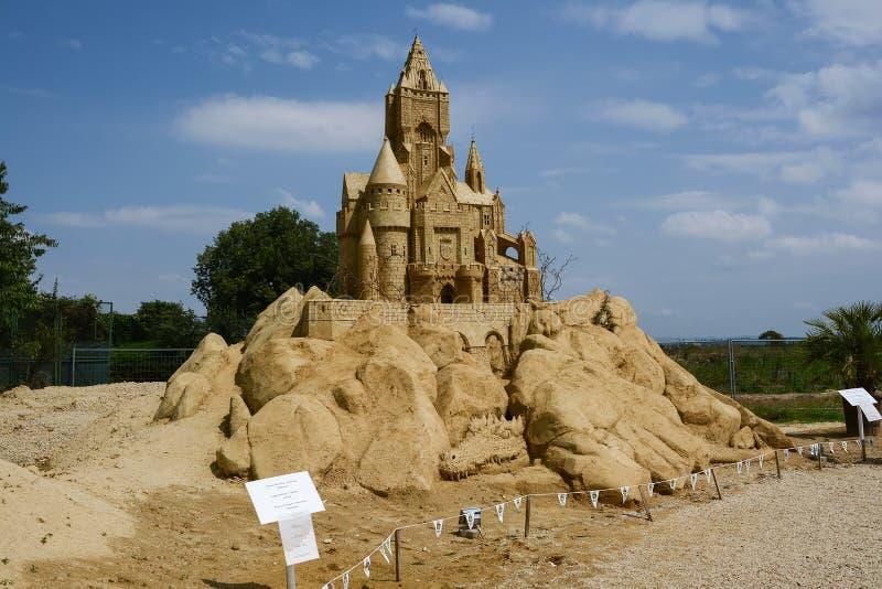 Festival der Skulpturen 'Skulpturen von Sand' im Meeresgarten der Stadt Burgas Fairytale Burg stockfoto