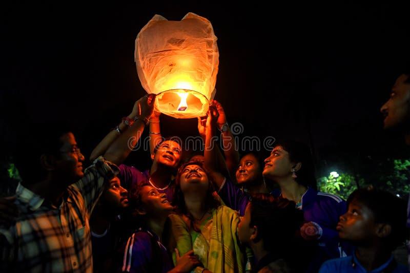 Festival di lanterna del cielo a Calcutta, India immagine stock