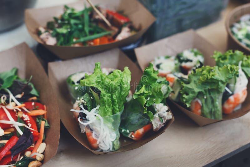 Festival do alimento da rua, entrega, serviço de abastecimento fotos de stock