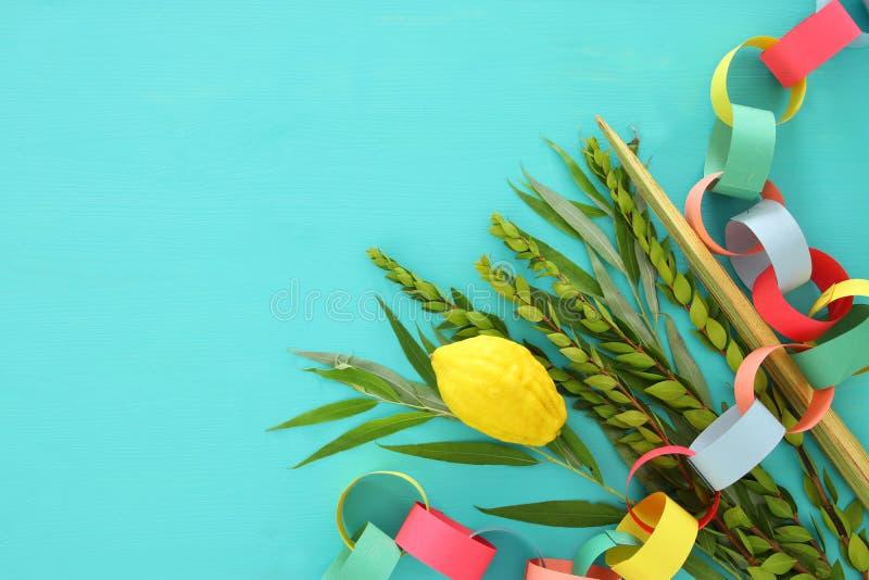 Festival ebreo del sukkot Simboli tradizionali le quattro specie: Etrog, lulav, hadas, arava immagine stock libera da diritti