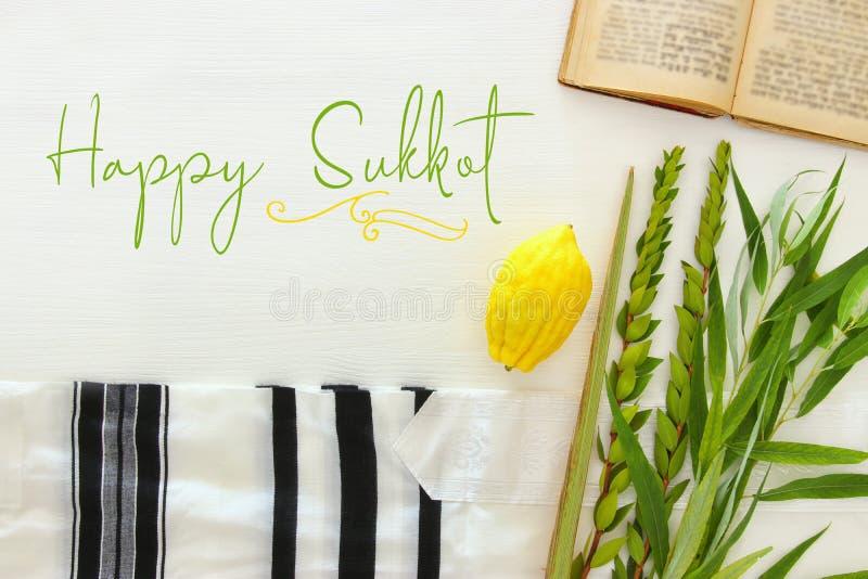 Festival ebreo del sukkot Simboli tradizionali le quattro specie: Etrog, lulav, hadas, arava fotografia stock libera da diritti
