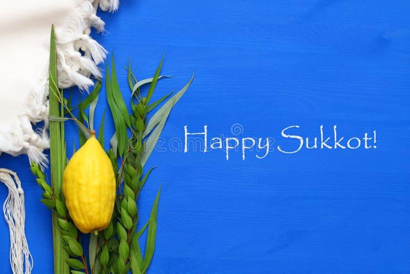 Festival ebreo del sukkot Simboli tradizionali & x28; Quattro lo species& x29;: Etrog, lulav, hadas, arava fotografia stock libera da diritti