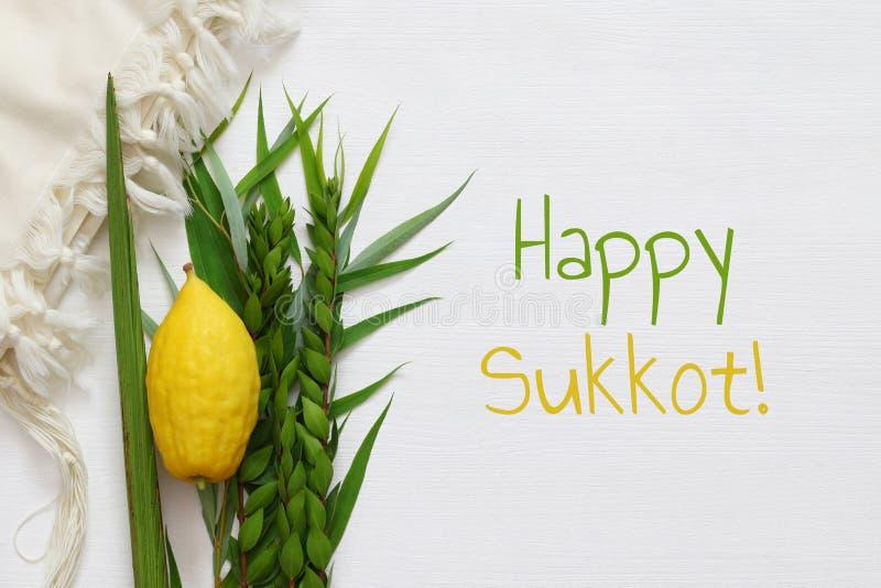 Festival ebreo di caduta del sukkot Simboli tradizionali & x28; Quattro lo species& x29;: Etrog, lulav, hadas, arava fotografie stock