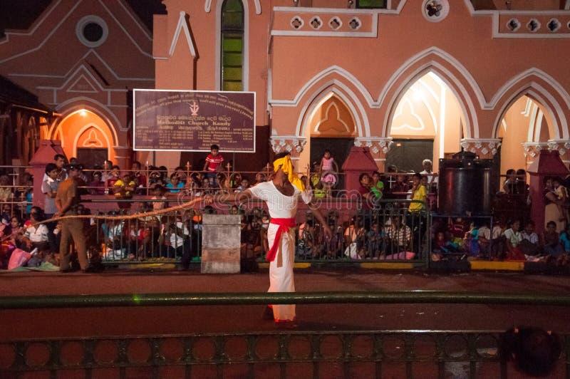 Download Festival Esala Perahera In Kandy Auf Sri Lanka Redaktionelles Bild - Bild von feuer, spieler: 96925770