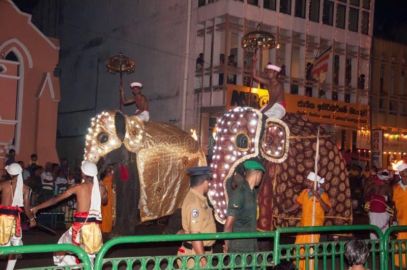 Download Festival Esala Perahera In Kandy Auf Sri Lanka Redaktionelles Stockbild - Bild von heilig, feuer: 96927159