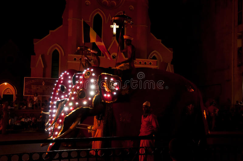 Download Festival Esala Perahera In Kandy Auf Sri Lanka Redaktionelles Stockfotografie - Bild von kandy, festival: 96927192