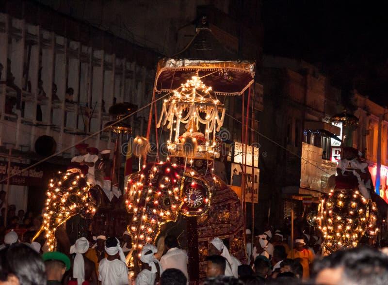 Download Festival Esala Perahera In Kandy Auf Sri Lanka Redaktionelles Bild - Bild von prozession, feuer: 96927270
