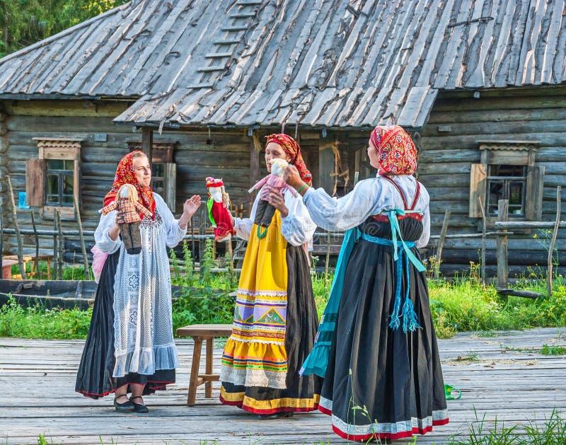 Festival folklorique dans le village de musée photo stock